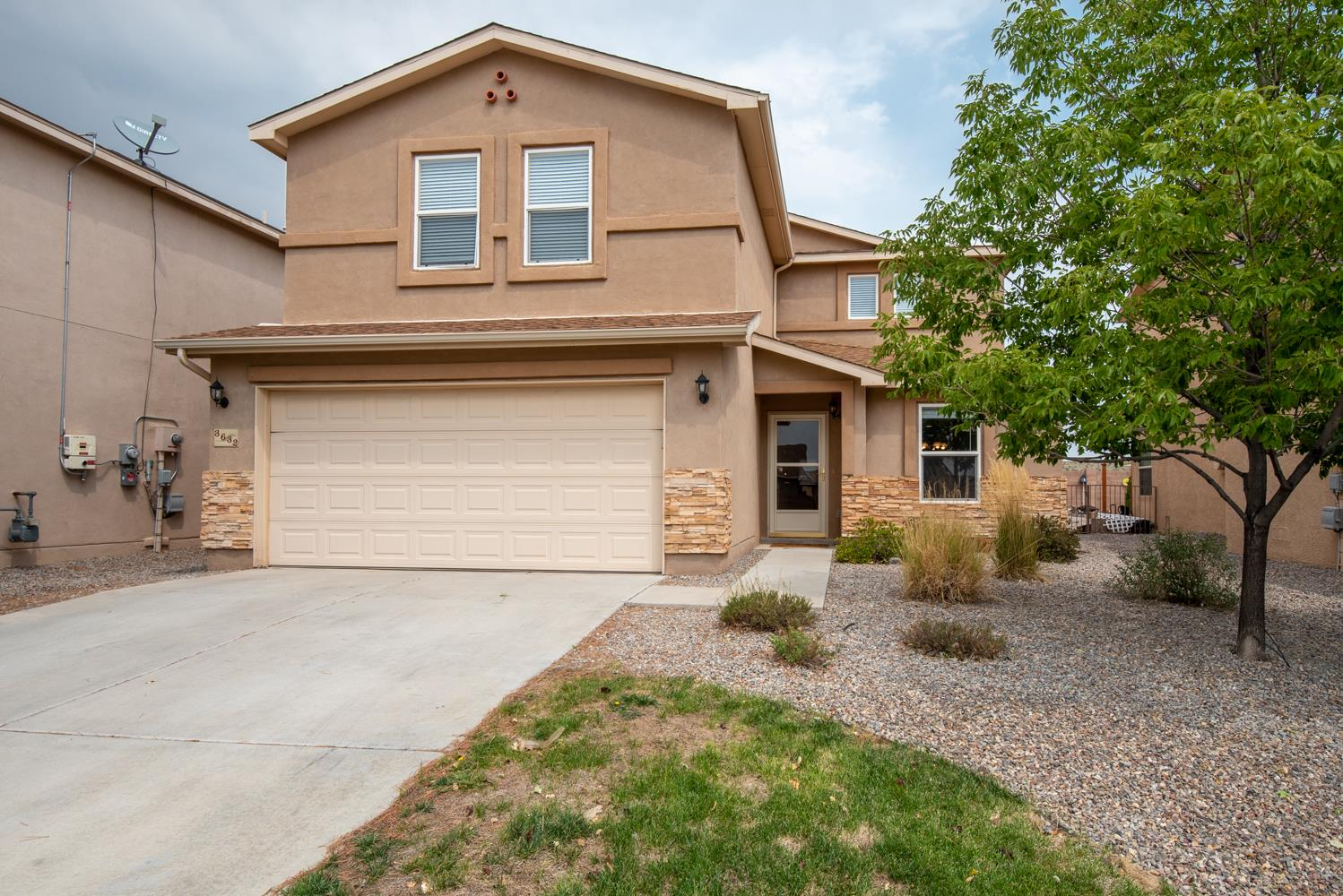 Finally here it is... a Rio Rancho home that checks ALL the boxes! 2,922 square feet of new carpeted and painted home.  The Master Bedroom is Downstairs, 3 Car Garage, Pre Home Inspection Done, New Water Heater, Washer and Dryer stay, original owner, move in ready immaculate home.  '' Being so close to the elementary school, park and dog park was great. When I needed an additional bedroom temporarily we easily converted part of the garage in a day!'' - Seller  The 3rd bay in the garage would make a good office, schoolroom, man cave, whatever! Soaring ceiling, 2 large living areas, one on each floor. Request a private Covid safe showing today.
