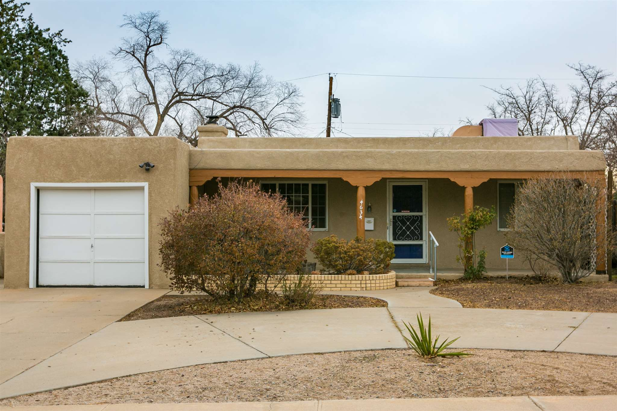 This home is conveniently located by I-25, KAFB, CNM, & UNM. In Parkland Hills Subdivision featuring 3 Bedrooms 2 baths sits on a large lot with a fenced in backyard. Beautiful parks in walking distance. Go & Show!