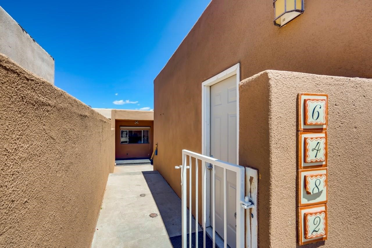 Sweet townhome in the enchanting village of Cochiti Lake with new paint, new stucco and incredible views! This recreational haven offers swimming, boating (with a dry dock at the convenience store), fishing and golf. Get away from city living just a convenient distance from both Albuquerque and Santa Fe. The village clubhouse (currently closed due to COVID) is the perfect place for group gatherings.