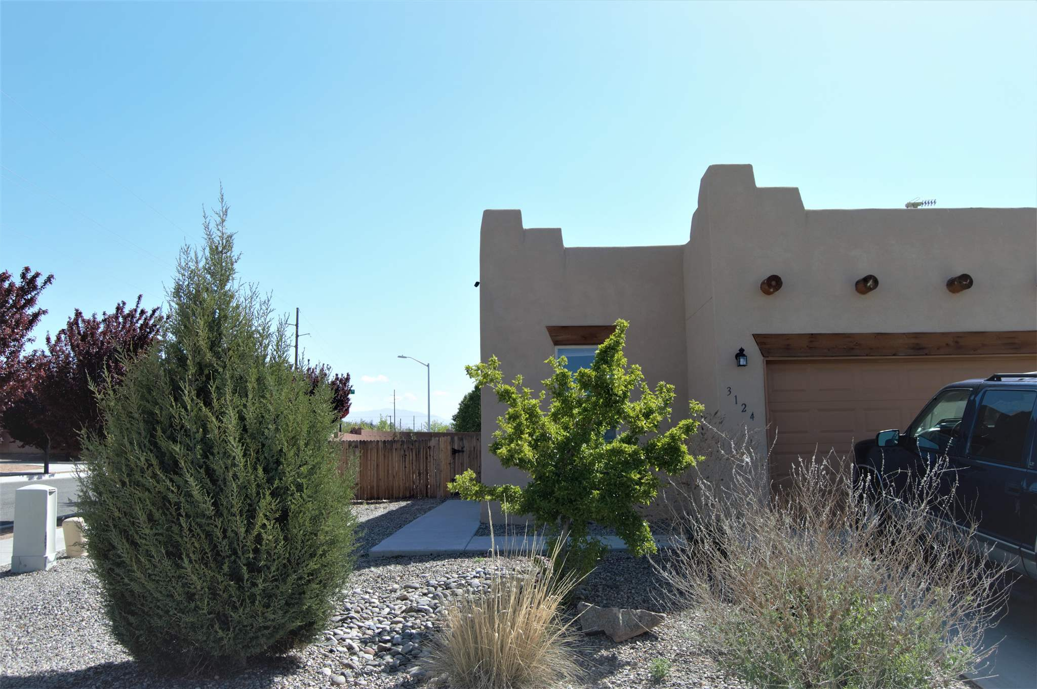 4 bedroom and 2 bath home built in 2014.  Located in the Colores Del Sol Subdivision.