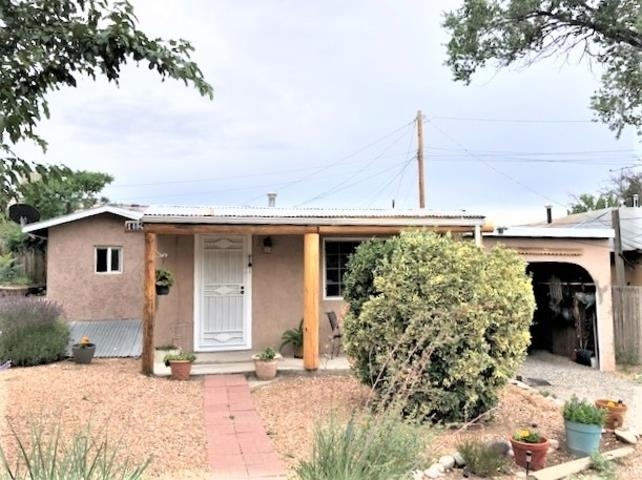 Cutest 1b1b in Espanola!  It's in immaculate condition, with tile floors, forced air heat, pretty flower gardens, an enclosed carport, and small basement.  Privacy fence recently installed, and the front porch recently replaced. Natural gas, community water, city sewer, and water rights.