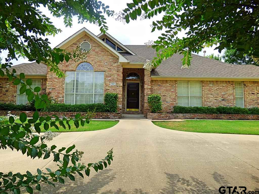 Don't miss out on this wonderful house in Greenhill Park! A 4/3/2 offers a double fireplace between the living room and den, a formal dining room, large kitchen with in-room dining plus a swimming pool and hot tub. Circle drive for additional parking and an electric gate for security to back yard & garage.