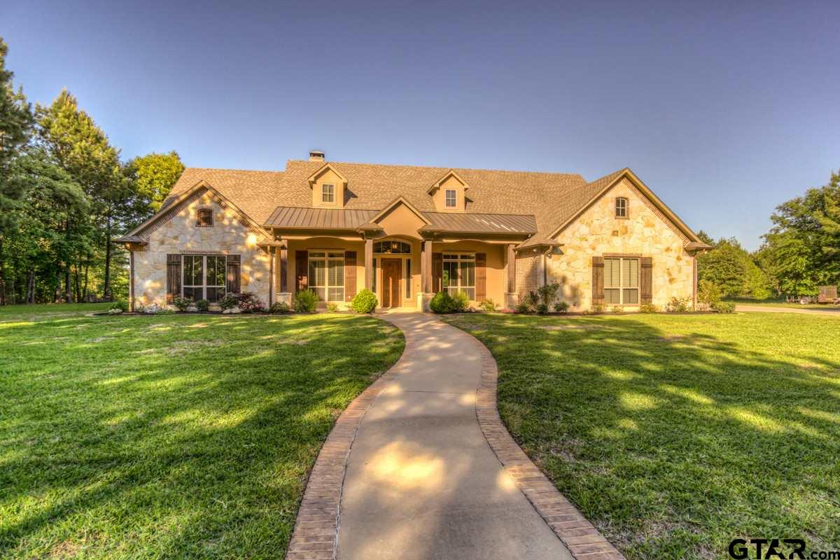 Come See this Custom Home by Trent Williams located on a Beautiful 10 Acre +/- Property. House is 4,300 sqft +/- with a Gunite Pool, Fire Pit, Gated Entry.