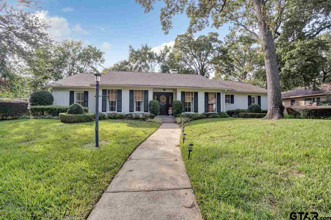 Come see this Updated Home inside the Loop! Boasting a great floor plan on a spectacular corner lot. Plenty of storage throughout. The large covered patio offers outdoor living for the family to enjoy. Enjoy the great neighborhood while you tour this Home.