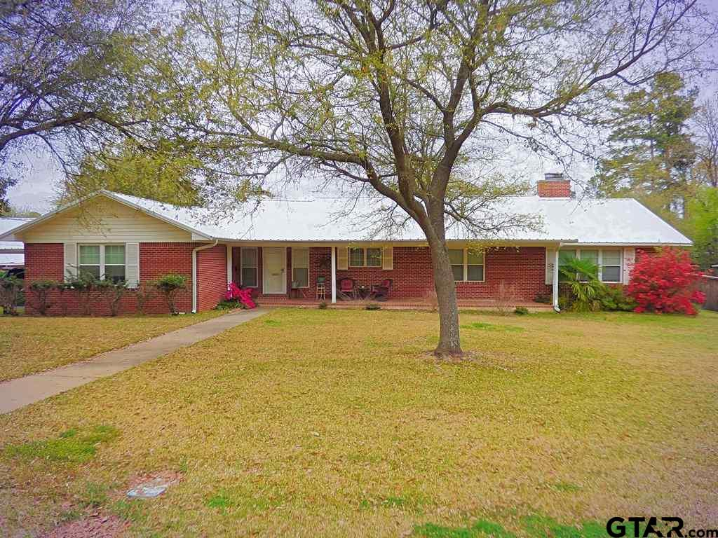 THIS BEAUTIFULLY RESTORED HOME IN THE PARK HILLS  AREA IS READY TO SHOW OFF.  JUST OVER AN ACRE OF LAND ON A CORNER LOT WITH A SWIMMING POOL AND  2 CAR GARAGE/ POOL HOUSE IN THE BACK YARD MAKES FOR A RESORT ATMOSPHERE.  THE HOME HAS 3,693 SQ FT OF LIVING SPACE IN THIS 4 BEDROOM AND 4  1/2 BATH HOME. THIS HOME HAS 2 LIVING AREAS WITH.  WOOD FLOORS IN THE FAMILY ROOM AND AN UPDATED KITCHEN.  INSTANT HOT WATER HEATERS AND THE BEAUTIFUL POOL AND POOL HOUSE.  THE BACK YARD IS LIKE A PARK WITH A PRIVACY FENCE.  CALL FOR AN APPOINTMENT.